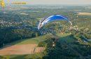 Paramoteur en vol au dessus de Saint-Chéron 91