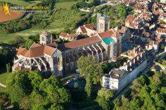 Vézelay vue du ciel, Basilique de Sainte-Marie-Madelaine, departement de l'Yonne en Bourgogne, France