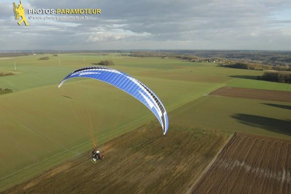 la nouvelle Dudek Hadron d'Olivier en test (1ere version - taille: 22 - allongemen:t 5.90 - taux de chute: 1  - www.photos-paramoteur.fr