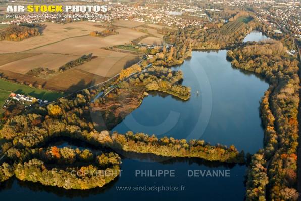 Photo aérienne du bassin de retenu de l'Orge à Bruyères-le-Châtel 91680, Essonne, département de l'ïle-de-France - Automne 2015