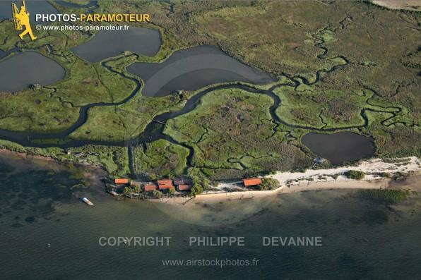 Photographie aérienne de l'ïle aux oiseaux, zone naturelle sensible au centre du bassin d'Arcachon, sur la commune de la Teste-de-Buch (33260), département de la Gironde, région Aquitaine, France - Juillet 2015