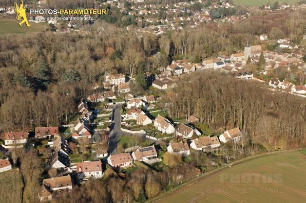 Photo aérienne du village du Val-St-Germain (91530), au coeur de l'Hurepoix et de la vallée de la Remarde,  département de l'Essonne, région Île-de-France. 16/02/2016