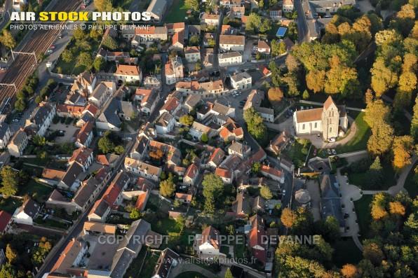 Photographie aérienne de Chamarande (91730), département de l'Essonne, région Île-de-France, France. Située à 40 km au sud-Ouest de Paris. Le 23/09/2011