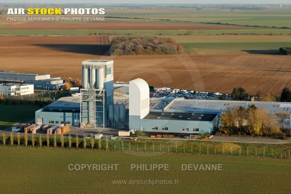 Photographie aérienne industries de Sainville (28700), dans le département d'Eure-et-Loir en Région Centre-Val de Loire, France. Située à 9 km au Sud-Ouest d'Auneau
