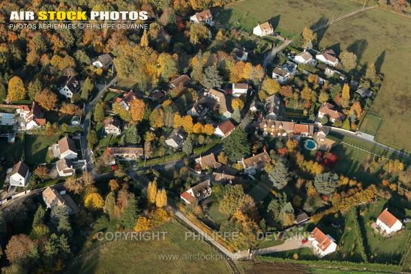Photo aérienne du hameau la Bruyère sur les communes de Roinville (91410) et Sermaise (91530) , a 43 km sud ouest de Paris et 3 km à l'Est de Dourdan, commune du pays de l'Hurepoix, département de l'Essonne, région Île-de-France.