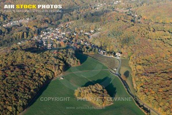 Photographie aérienne de la commune de Sermaise (91530) , situé entre St-Chéron et Dourdan , commune du pays de l'Hurepoix, département de l'Essonne, région Île-de-France.