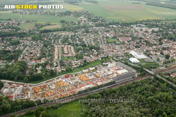 Photographie aérienne du Perray-en-Yvelines (78486), département des Yvelines , en région Île-de-France, France. Commune située à 4 km au nord de Rambouillet . Prise de vue paramoteur du 26-05-2016