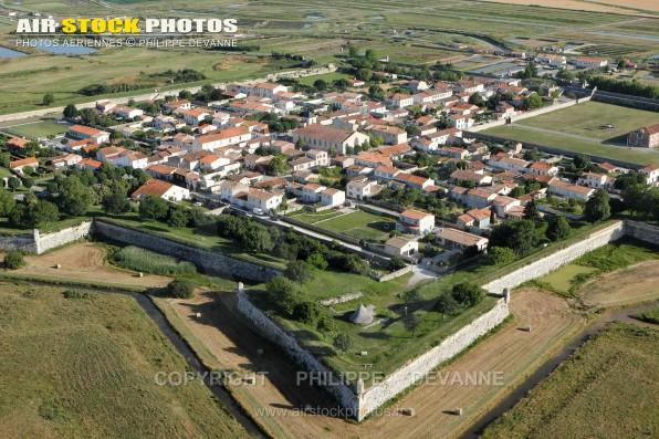 Photographie aérienne de la place forte de Brouage, commune de Hiers-Brouage (17320) , département de la Charente-Maritime ; région Aquitaine-Limousin-Poitou-Charente, France. Prise de vue du  25 juin 2015