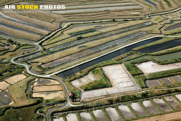 Photographie aérienne des Marais de la Seudre ( prise du Jas neuf), commune de Saint-Just-Luzac (17390) , département de la Charente-Maritime ; région Aquitaine-Limousin-Poitou-Charente, France. Prise de vue du 25 juin 2015