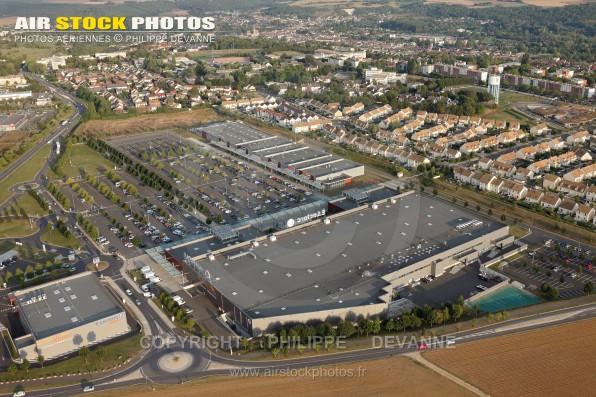 Photographie aérienne de la ville d' Etampes (91150), département de l'Essonne, région Île-de-France, Ville situé à 50 km à l'Ouest de Paris. Prise de vue du 23/09/2016