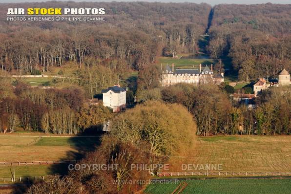 Photo aérienne château de Bandeville, commune de Saint-Cyr-sous-Dourdan (91410), département de l'Essonne, région Île-de-France. prise de vue du 01 décembre2016