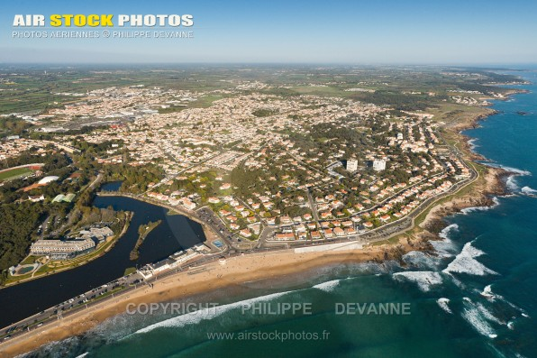 Photographie aérienne du Domaine de la Pironnière , sur la commune Château-d'Olonne (85180) , département de la Vendée; région Pays de la Loire, France. Prise de vue d'avril 2017
