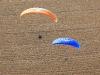 Deux paramoteurs vue du ciel