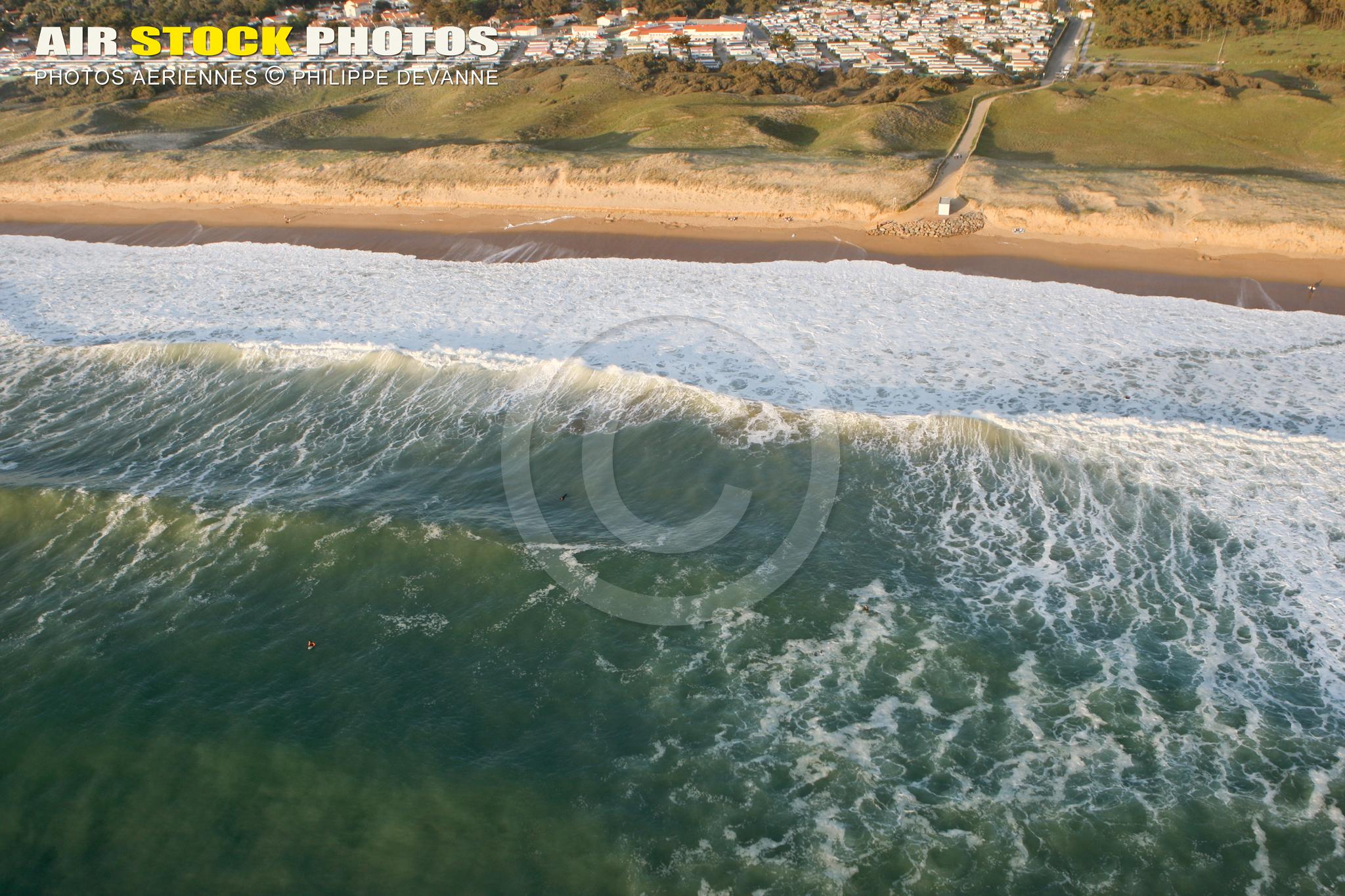 houle et surf à Brétignolles-sur-Mer vue du ciel