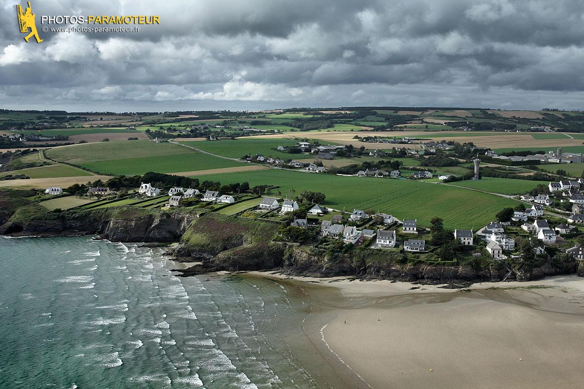 Falaises de Pentrez vue du ciel et nuage, Finistère