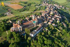 Basilique de Vézelay vue du ciel, departement de l'Yonne en Bourgogne-Franche-comté, France