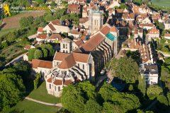 Photographie aérienne de la Basilique Sainte-Marie-Madeleine de Vézelay,dans le departement de l'yonne