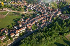 Asquins vue du ciel dans le departement de l'Yonne en Bourgogne