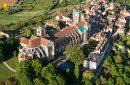 Basilique de Vézelay vue du ciel, departement de l'Yonne en Bourgogne-France-comté