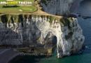 Vue aérienne de la Manneporte falaise d'Etretat