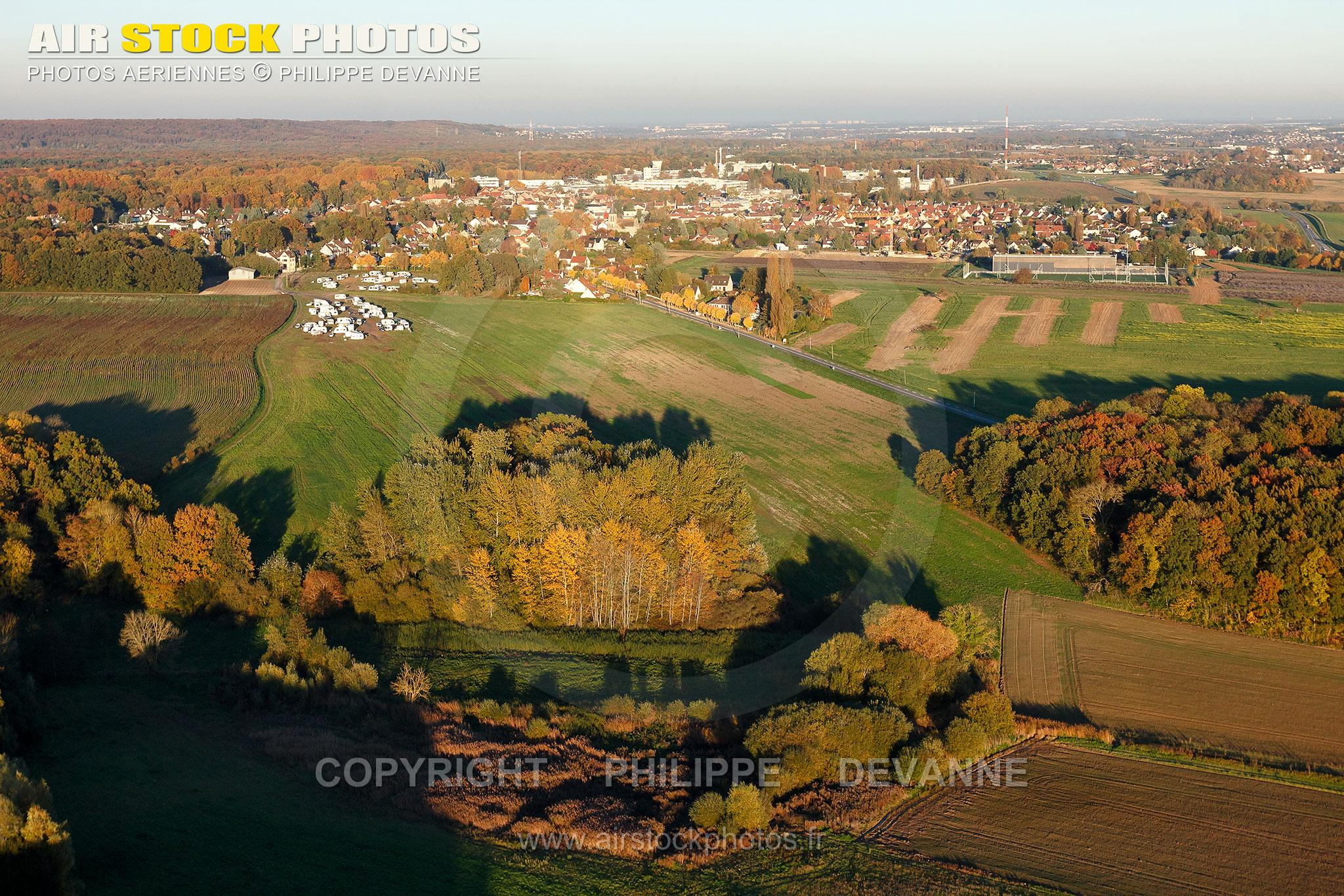 Bruyères-le-Châtel en automne vue du ciel
