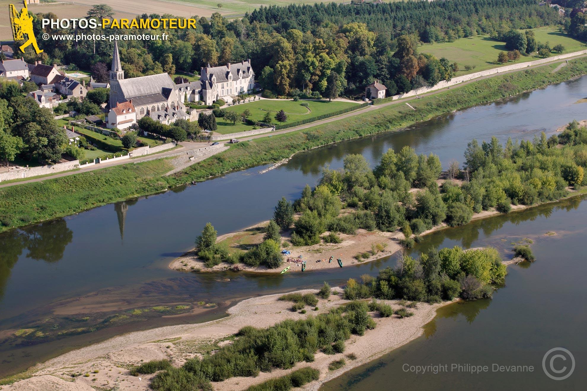 Cour sur Loire vu du ciel , France
