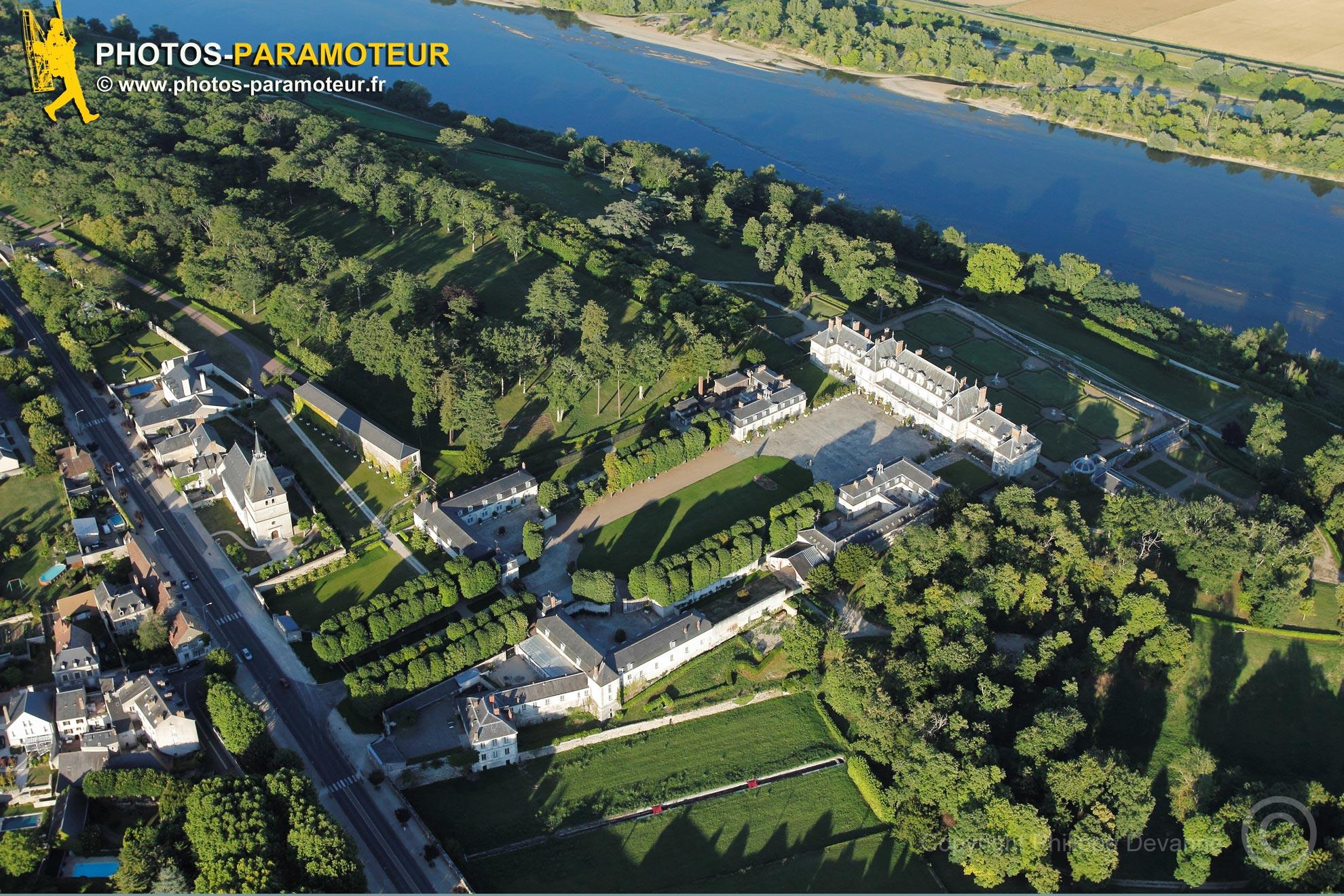 Ménars, France - 25 Juin 2011: château de Ménars vu du ciel