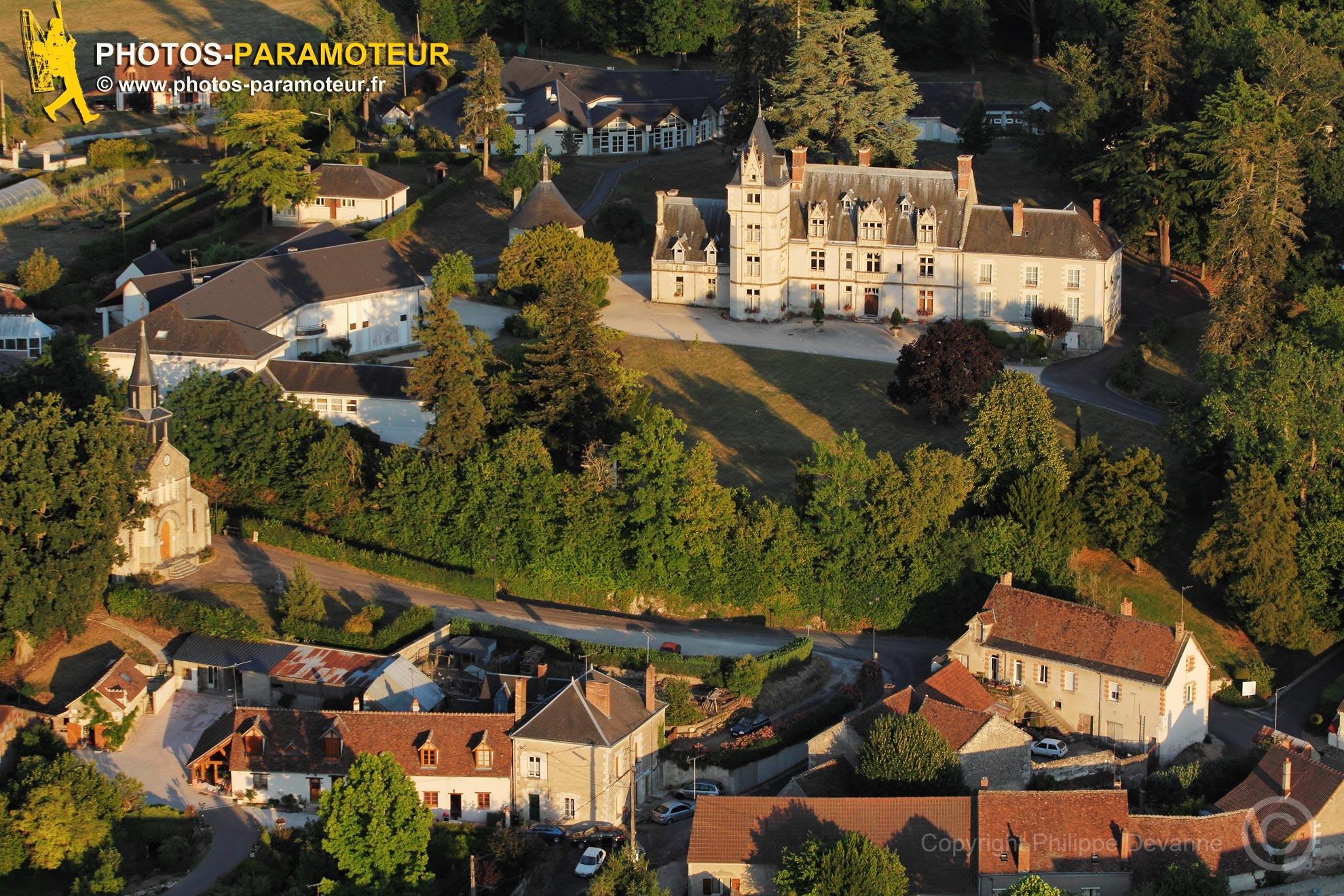 Rilly-sur-Loire , France - 26 Juin 2011: Château de Rilly-sur-Loire vu du ciel
